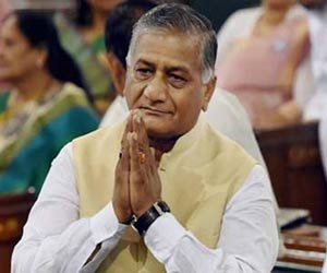 Gen vk singh say sorry for 90% media
