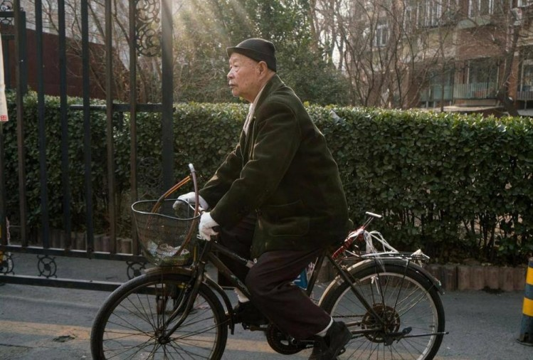 china: eighty five years old lonely pensioner demands himself for adoption