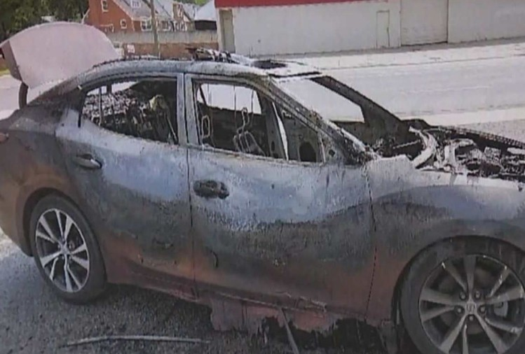 Samsung Galaxy Phone Burns in car, Woman escaped