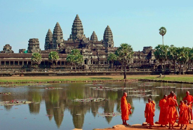 worlds biggest hindu temple Angkor Wat in Combodia