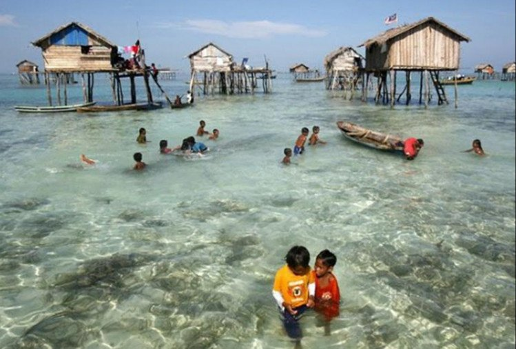 Gypsies of the sea: whole tribe lives in the sea by making boat house on it