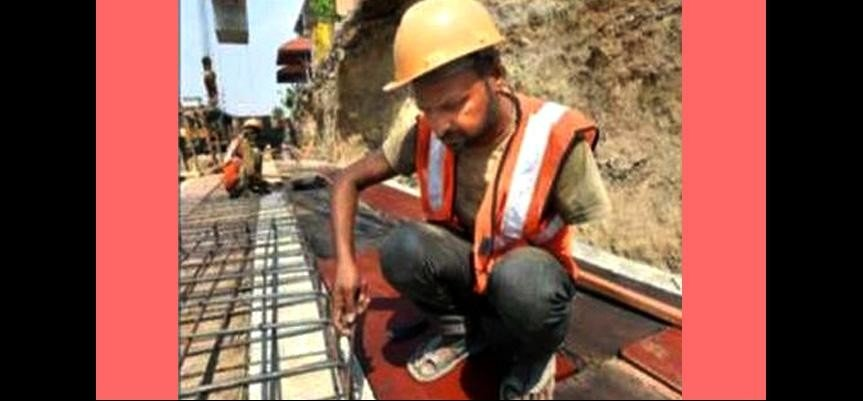 One Handed Man Dinesh Kumar constructing NH24, his story can inspire millions